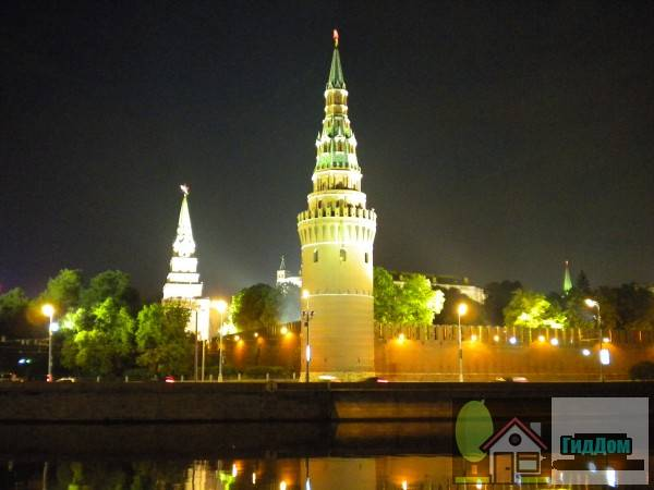 Общий вид на Кремлёвскую набережную