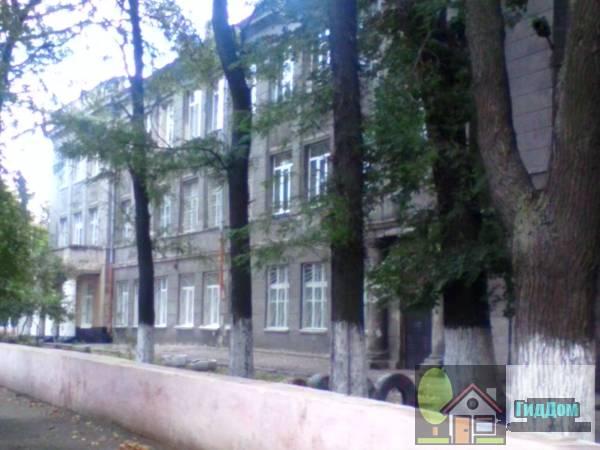 Здание школы, где в 1941-1945 гг. учился Авилов Н.- летчик (Будинок школи, де у 1941-1945 рр. навчався Авілов М.- льотчик)
