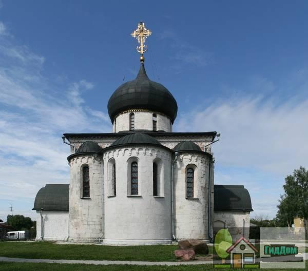 Собор Георгиевский (Георгиевский собор и земляные валы городища)