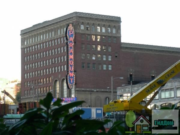 Театр «Парамаунт» (ориг.: Paramount Theatre). Загружен из открытых источников.
