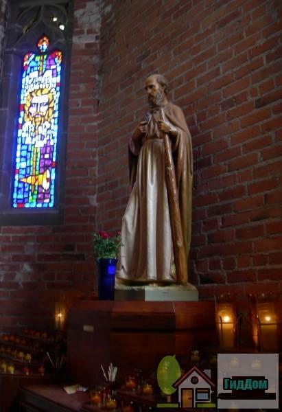 Церковь Святого Причастия, монастырь и школа (ориг.: Church of the Blessed Sacrament, Priory, and School). Загружен из открытых источников.