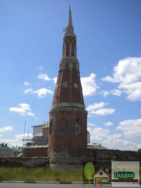 Вид на башню ограды Староголутвинского монастыря (дом №7 по Голутвинской улице). Снимок сделан в светлое время суток при ясной погоде.